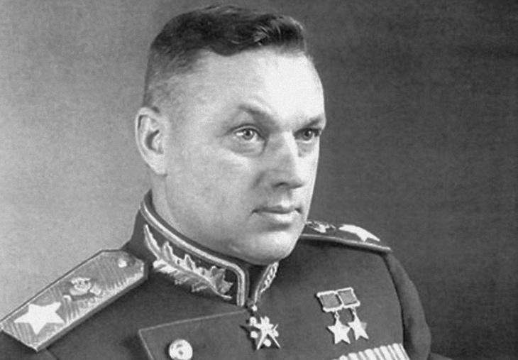 ВПольше неизвестные похитили иобезглавили скульптуру маршала Рокоссовского