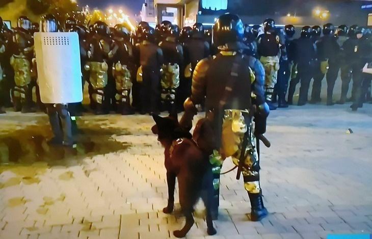 Военный спецназ устроил стрельбу в Минске: есть раненые