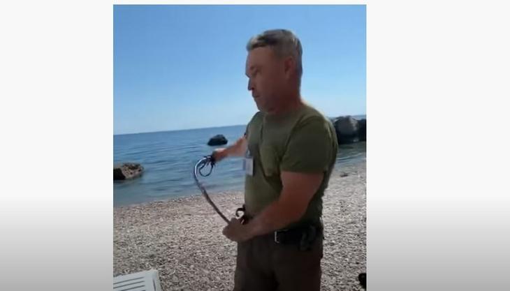 Уволен крымский охранник напавший с нагайкой на отдыхающих
