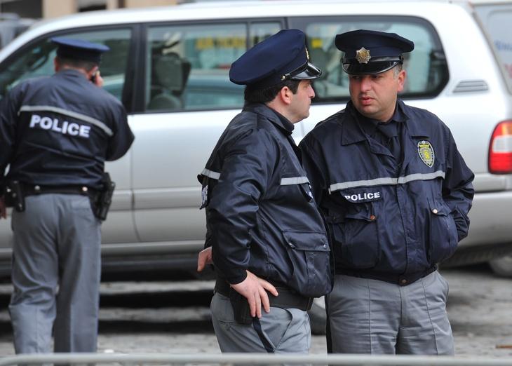 МВД Грузии: милиция  ведёт поиски мужчины, захватившего заложников вбанке