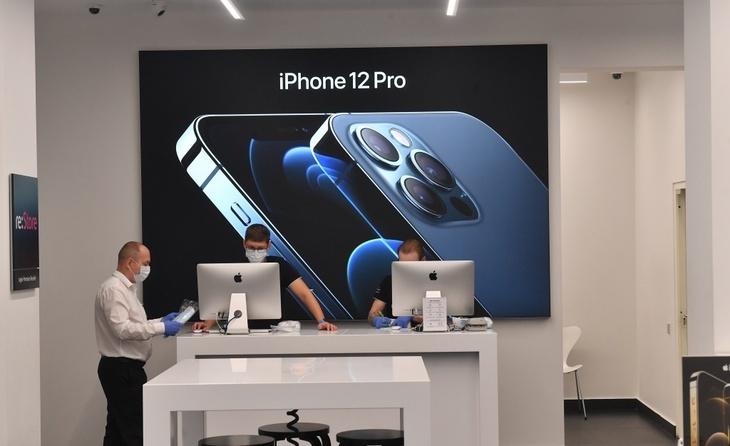 Все пальцы в синяках: владельцы iPhone 12 жалуются на новый смартфон